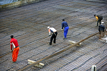 Laying concrete surface at a construction site for a housing complex, Essen, North Rhine-Westphalia, Germany, Europe