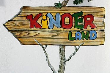 Sign to the Kinderland (children's area) in the skiing region Mayrhofen-Penken, Tyrol, Austria