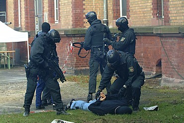 DEU, Germany: Police SWAT Team, for arresting armed and dangerous criminals. They are specialists for rescuing hostages. They have special weapons and equipment.