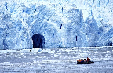 "CHL, Chile, Patagonia: ""Patagonia Connection"". Rubber dinghy tour, Laguna San Rafael."