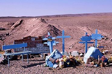 CHL, Chile, Atacama Desert: memorial place for victims of traffic accidents in the desert.