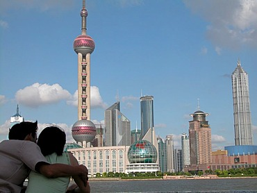 CHN, China, Shanghai: Shanghai's skyline belongs to the world's most modern, with new skyscrapers being built every week.
