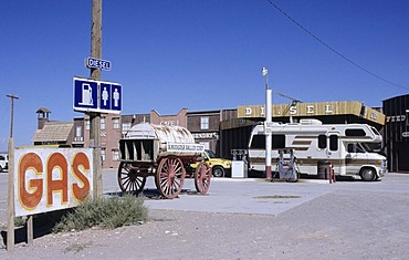 USA, United States of America, California: a petrol station in the desert near Death Valley National Park.