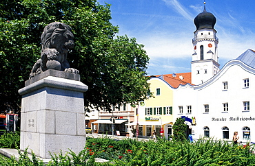 Lion statue on Stadtplatz Square, Bad Griesbach, Lower Bavaria, Germany, Europe