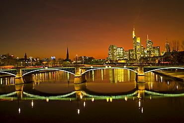 Sunset, Ignatz Bubis Bridge and the Frankfurt skyline, Frankfurt, Hesse, Germany, Europe