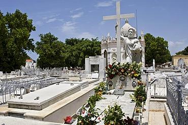 Graves in the Cementerio Cristobal Colon, Colon Cemetery in Havana, Cuba, Caribbean