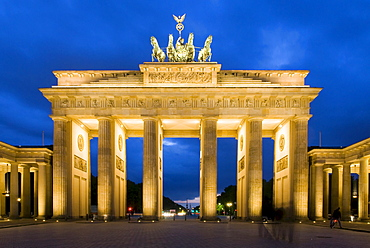 Brandenburger Tor (Brandenburg Gate) in the evening, Berlin, Germany