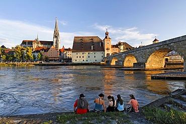Regensburg, cathedral and Stone Bridge, Danube, Upper Palatinate, Bavaria, Germany