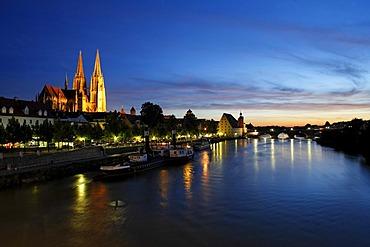 Cathedral, Danube, Stone Bridge, Regensburg, Upper Palatinate, Bavaria, Germany