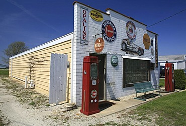 Historic signs at a car garage next to route 66, Illinois, USA