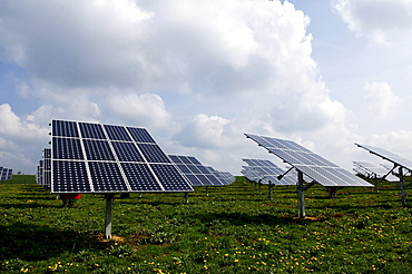 Photovoltaic cells, sonar panels mounted in a field, Oberruesselbach, Middle Franconia, Bavaria, Germany, Europe