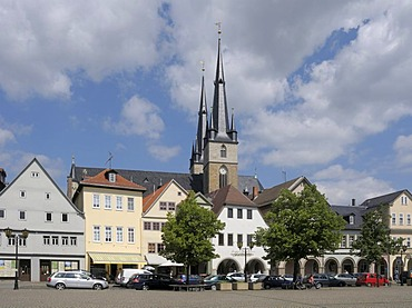 Markt Square with linden trees and Johanniskirche Church, Saalfeld, Thuringia, Germany, Europe