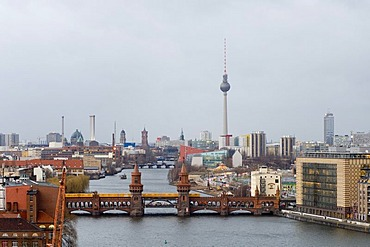 View on the river Spree with the Oberbaumbruecke bridge, in the background the skyline and the Television Tower, Berlin, Germany