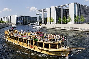 Tourist ship in front of Marie-Elisabeth-Lueders Haus, Regierungsviertel, government quarter, Berlin, Germany, Europe