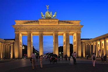 Brandenburg Gate, illuminated, dusk, Pariser Square, Berlin-Mitte district, Berlin, Germany, Europe