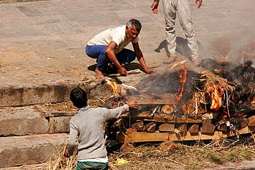 Cremation, Pashupatinath ghats at Bagmati River, Kathmandu, Nepal, Asia
