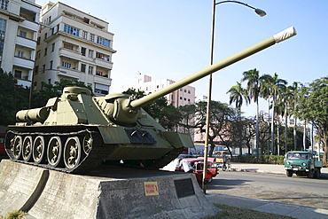SU-100 Soviet destroyer tank serving as a revolutionary monument in Havana, Cuba, Caribbean, Americas