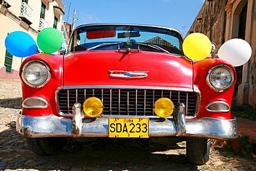 Vintage car decorated for a wedding in Trinidad, Sancti-Spiritus Province, Cuba, Latin America