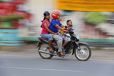 Family on motorbike in Tenggarong, East-Kalimantan, Borneo, Indonesia