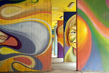 The foyer of a residential building in Berlin Kreuzberg is arranged by Graffiti. (Daisy, Lake, Stek, Kobo, Marko by www.graco-berlin.de)