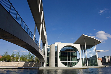 Marie Elizabeth Lueders house library of the federal parliament, bridge across the river Spree, Berlin, Germany