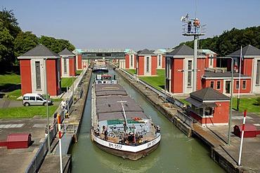 Sluice gate, lock gate Hindenburg, Hannover Anderten, lower saxony, Germany