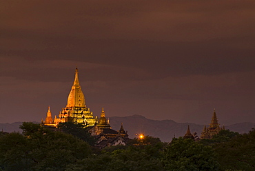 Ananda Temple at dusk, Bagan, Burma, Myanmar, Southeast Asia