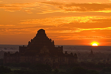 Sunrise over the temples of Bagan, Myanmar, Southeast Asia