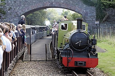Irton Road, GBR, 20. Aug. 2005 - Train of Ravenglass Railway between Ravenglass and Dalegarth for Booth in the Lake Distrct.