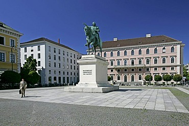 Munich, GER, 01. Jun. 2005 - Monument of Elector Maximilian in front of building of Siemens AG at Wittelsbacher Platz in Munich