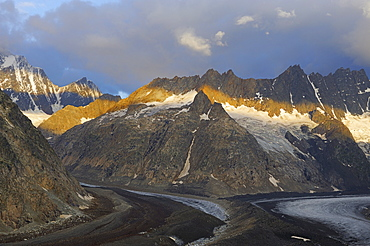 Morning atmosphere, view of the Lauteraar Glacier and the Lauteraarhorn Mountain, Canton of Bern, Switzerland, Europe
