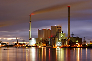 Power station, GKM Grosskraftwerk Mannheim at twilight, Mannheim, Baden-Wuerttemberg, Germany, Europe