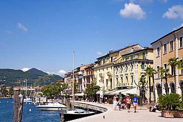 Promenade, Salo, Lake Garda, Lombardy, Italy, Europe