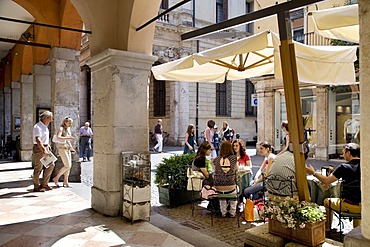 Cafe in the historic centre of Vicenza, Veneto, Italy, Europe