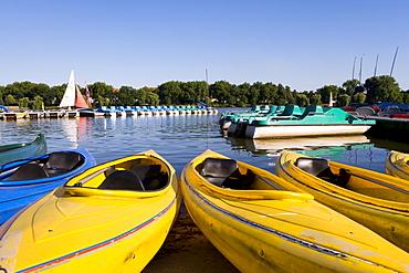 Boats floating on Aasee Lake, Muenster, North Rhine-Westphalia, Germany, Europe