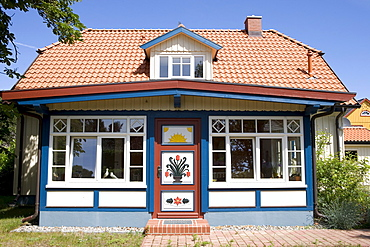 Captain's house with its colourfully painted door, Prerow, Darss, Mecklenburg-Western Pomerania, Germany, Europe