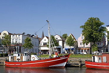 Boats in front of the promenade on the channel, Am Strom, Warnemuende, Rostock, Mecklenburg-Western Pomerania, Germany, Europe
