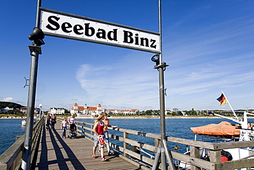Pier and kurhaus, sign indicating Seebad Binz or Binz Coastal Resort, Ruegen Island, Baltic Sea, Mecklenburg-Western Pomerania, Germany, Europe