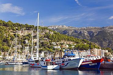 Boats in the harbour of Port de Soller, Majorca, Balearic Islands, Spain, Europe