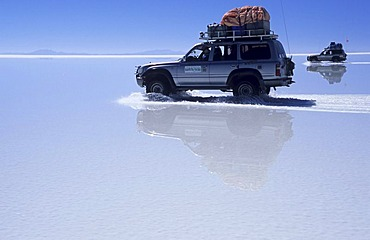 Fourwheeldrive vehicle driving over Salar de Uyuni, Bolivia