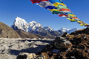 View from Gokyo over Ngozumpa Glacier towards Arakamtse (6423) und Cholatse (6335), Sagarmatha National Park, Khumbu Himal, Nepal