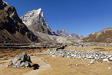 Lobuche Khola valley with Arakamtse (6423), Khumbu Himal, Sagarmatha National Park, Nepal