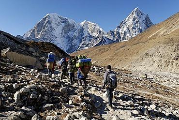 Khumbu glacier moraine with Taboche (6367), Cholatse (6335) and Arakamtse (6423), Khumbu Himal, Sagarmatha National Park, Nepal