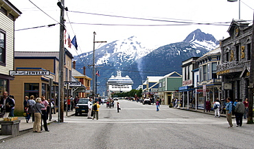 Cruise ship in harbour, street scene, Skagway, Alaska, USA