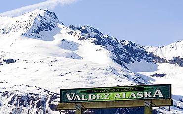 Sign with the Valdez slogan, fishing capital, Valdez Small Boat Harbour, Prince William Sound, Alaska, USA