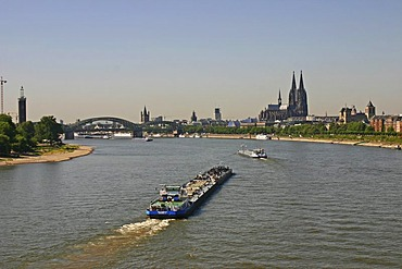 View from the north on the Hohenzollern Bridge and the Cathedrale, Rhine, Cologne, Germany