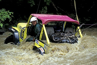 Rescue of an offraod vehicle out of a river at a rallye