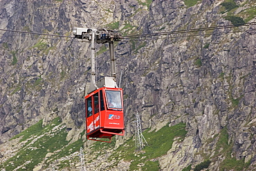 Ropeway from Skalnate pleso station to the summit of the Lomnick? oetit mountain, Slowakia