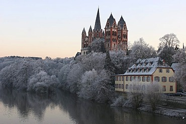 Winter in Limburg: The Minster is the landmark of this small old town in Hesse, Germany.