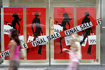 """Posters """"Final sale"""" at a shop window"""